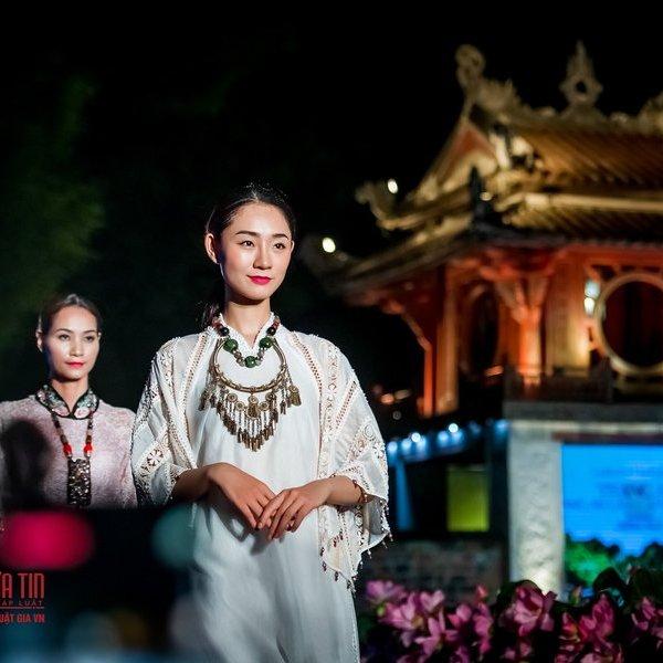 Trình diễn 1000 mẫu Áo dài mang Di sản văn hóa Việt Nam