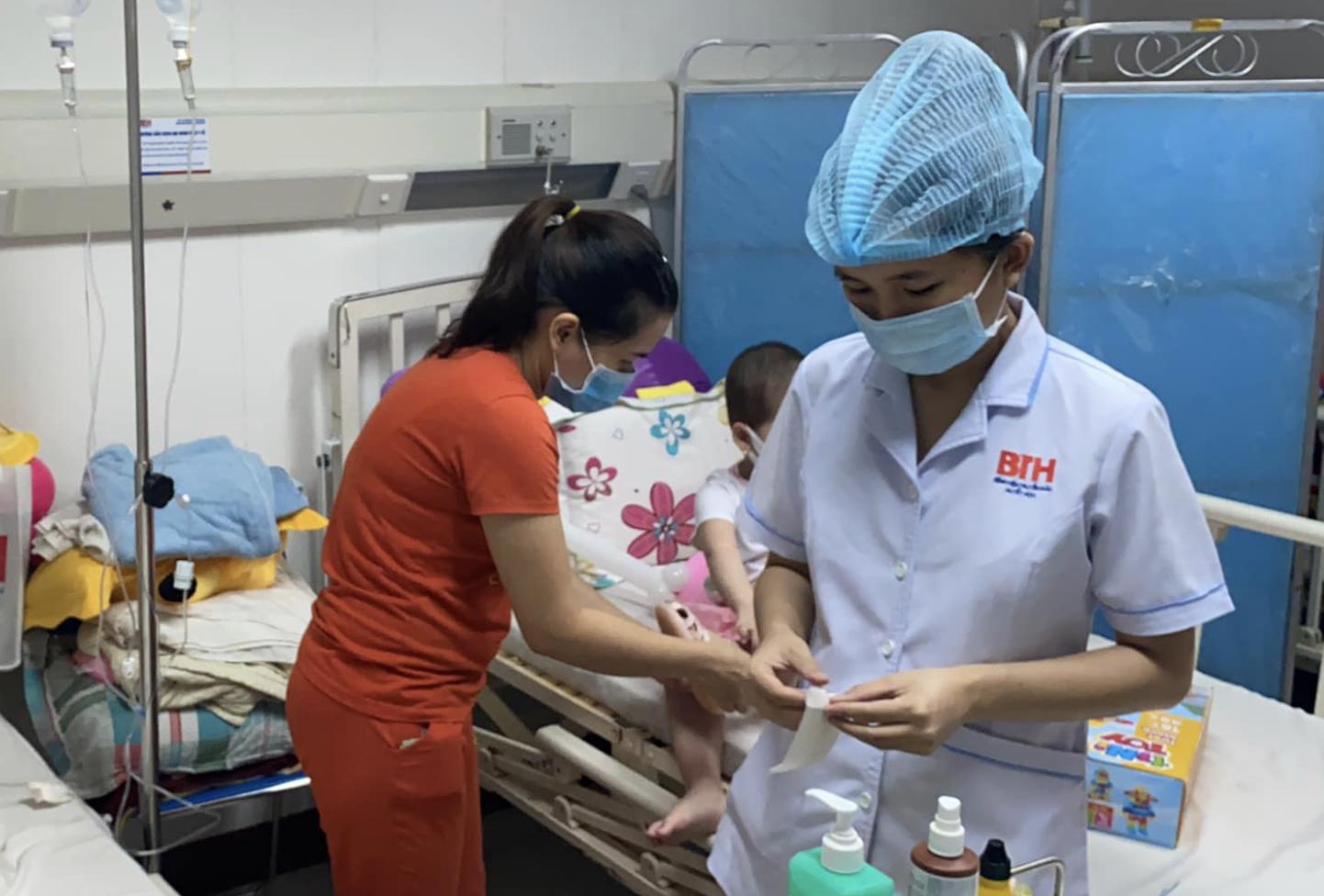 Vụ bệnh viện ở TP.HCM bị tố truyền hóa chất hết hạn cho bé 4 tuổi suy tủy: Bệnh viện lên tiếng-2