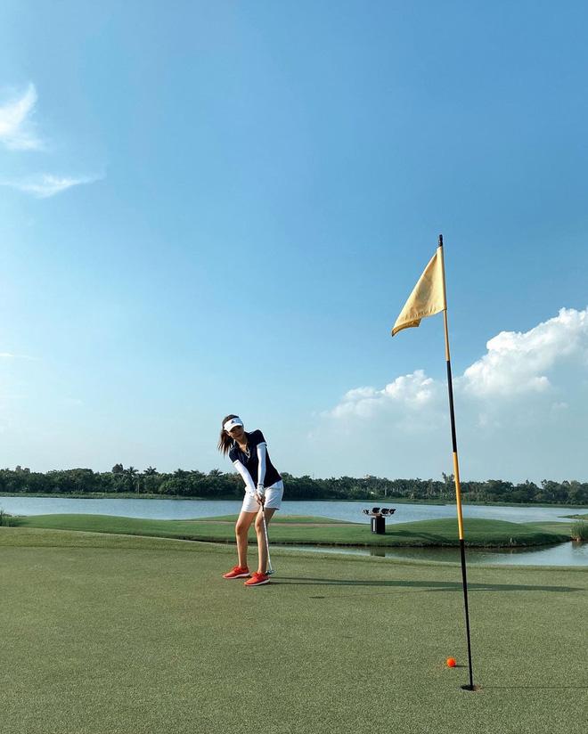 Không hẹn mà gặp hội mỹ nhân Việt đều check-in ở sân golf: 1 buổi chơi golf có lợi ích bằng 1 tuần tập thể dục nên bảo sao không mê cho được-6