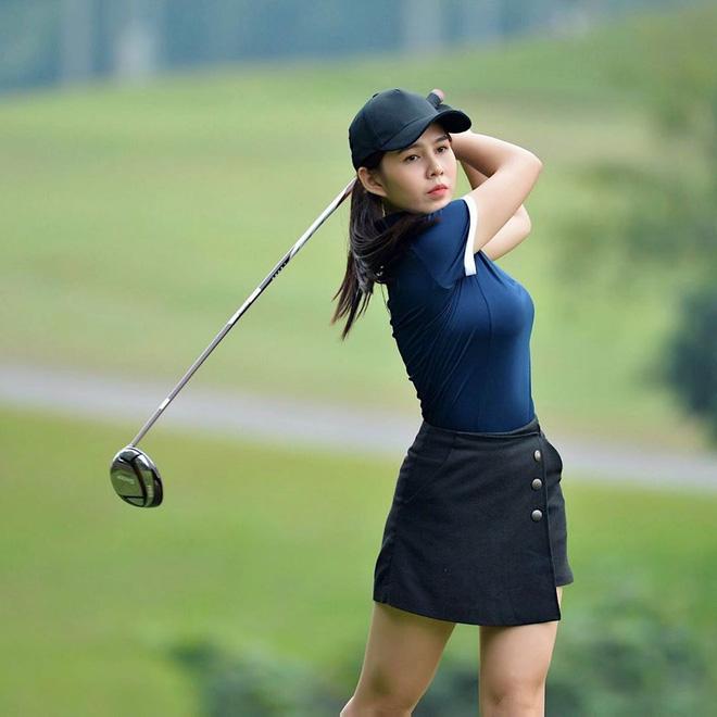 Không hẹn mà gặp hội mỹ nhân Việt đều check-in ở sân golf: 1 buổi chơi golf có lợi ích bằng 1 tuần tập thể dục nên bảo sao không mê cho được-7