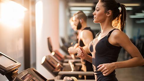 Thanh niên nhập viện vì tập gym quá sức, chuyên gia cảnh báo luyện tập mùa nắng nóng