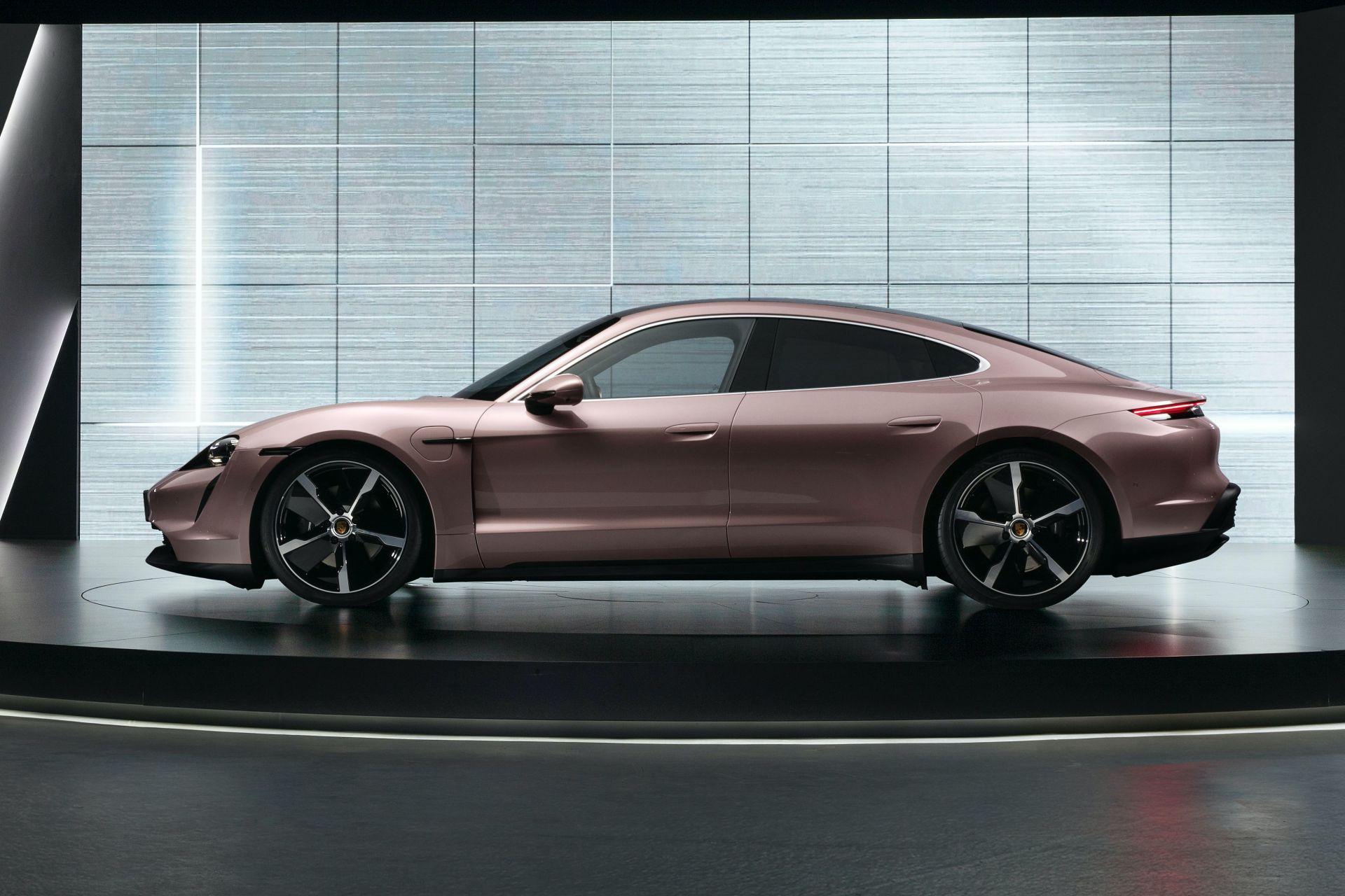 Phiên bản thấp nhất của Porsche Taycan ra mắt tại thị trường xe hơi lớn nhất thế giới                                            -1