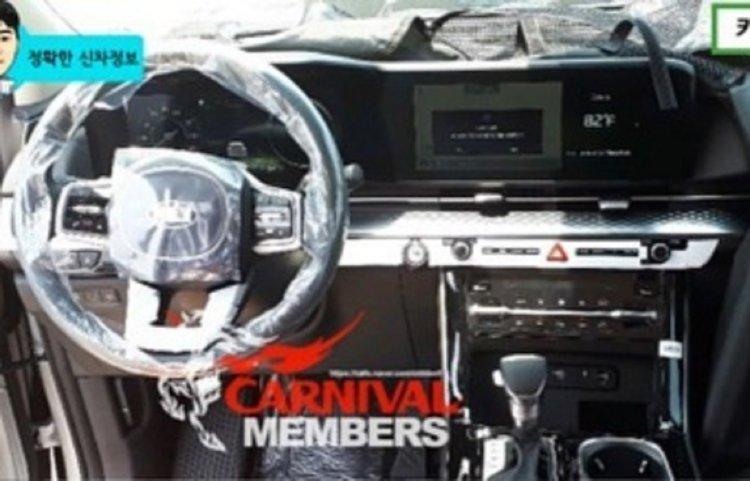 Kia Sedona 2021 tiếp tục lộ diện hình ảnh nội thất