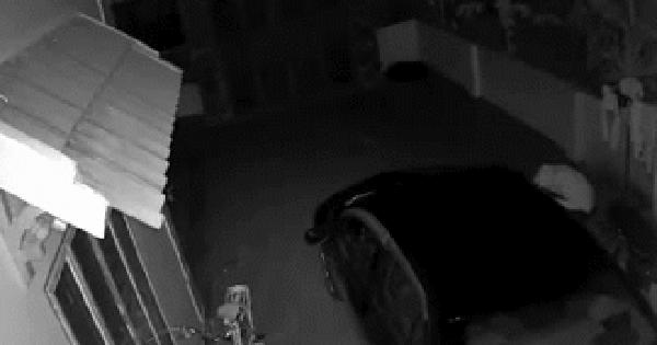 Nửa đêm thấy chiếc ô tô của gia đình bốc cháy dữ dội, chủ nhà check camera thì phát hiện sự thật không ngờ