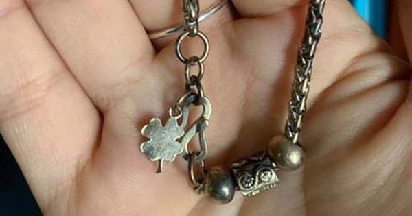 Gia đình hốt hoảng phát hiện bé gái 3 tuổi nuốt chiếc vòng trang sức của mẹ vào bụng