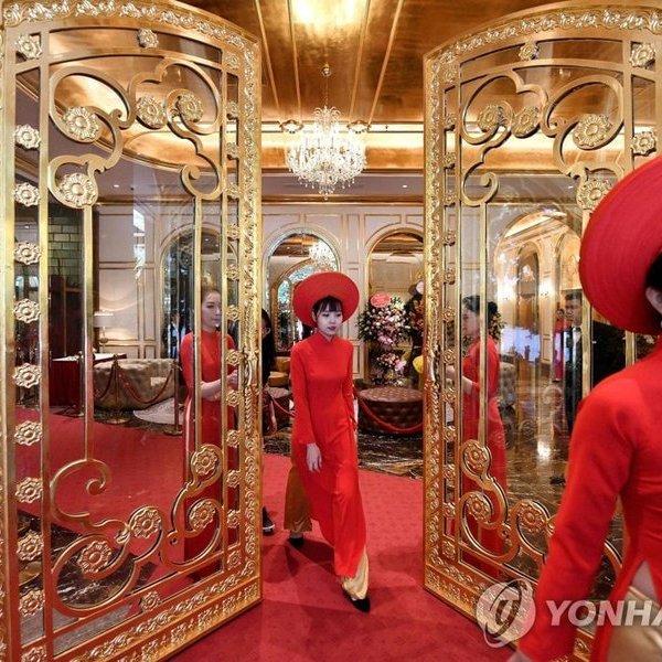 Tiết lộ giá phòng tại khách sạn dát vàng đầu tiên ở Việt Nam của đại gia Đường