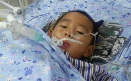 Mới 10 tuổi một cậu bé đã mắc ung thư dạ dày, nguyên nhân đến từ thói quen mớm cơm của gia đình