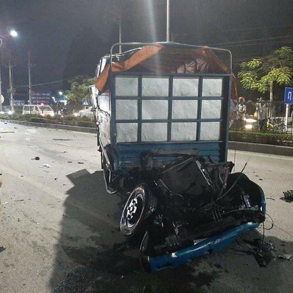 2 ô tô đâm trực diện ở Quảng Ninh khiến 4 người thương vong