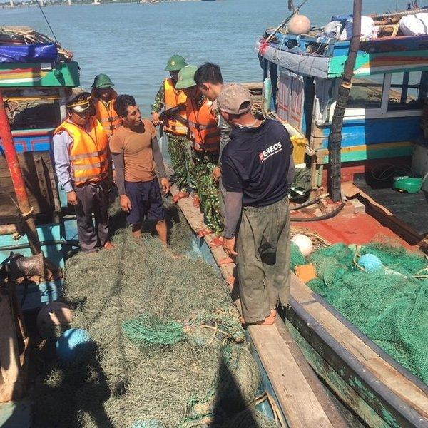 Hà Tĩnh: Bắt giữ 4 tàu dã cào đánh bắt sai quy định
