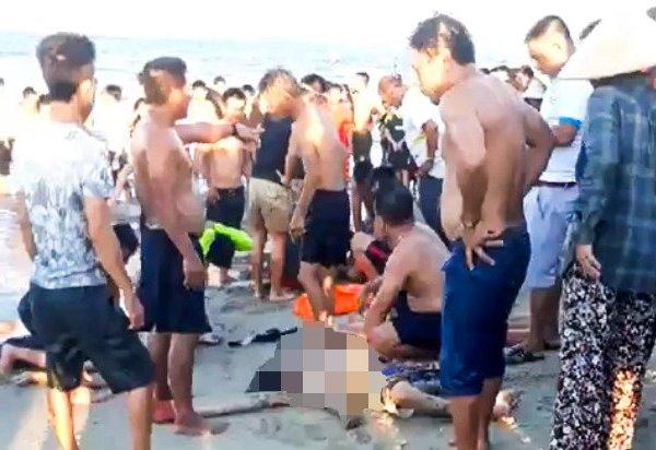 Thương tâm 3 thanh niên đuối nước khi tắm biển