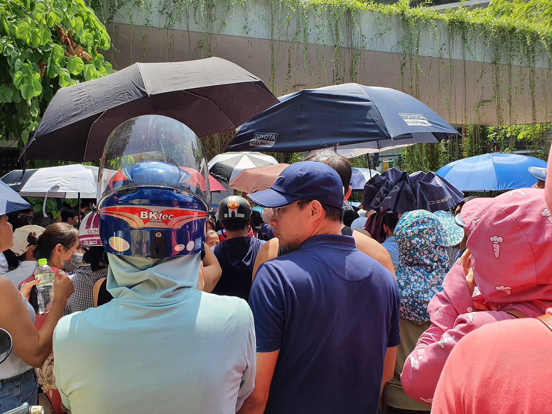 Nhìn cảnh tượng đông nghèn nghẹt ngày thi vào THCS Lương Thế Vinh, nhiều người phải thốt lên thương cha mẹ học sinh quá-1