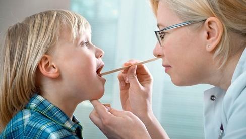 Cách phân biệt bệnh bạch hầu và viêm họng từ những dấu hiệu sớm nhất