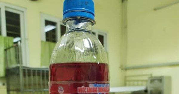 Uống nhầm nước làm bánh tro, trẻ 6 tuổi bong tróc niêm mạc thực quản