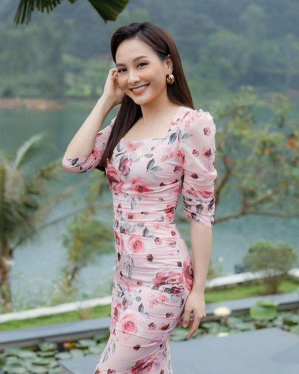 Muốn diện váy hoa trẻ trung, duyên dáng trong nắng hè, chị em hãy học hỏi từ các sao Việt-5