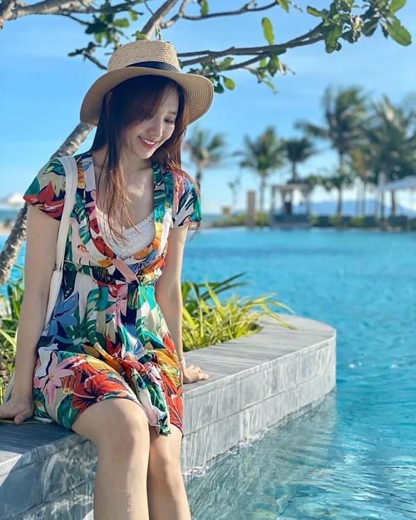 Muốn diện váy hoa trẻ trung, duyên dáng trong nắng hè, chị em hãy học hỏi từ các sao Việt-6