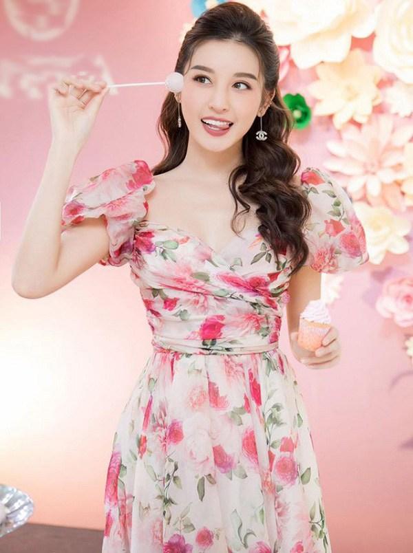 Muốn diện váy hoa trẻ trung, duyên dáng trong nắng hè, chị em hãy học hỏi từ các sao Việt-8