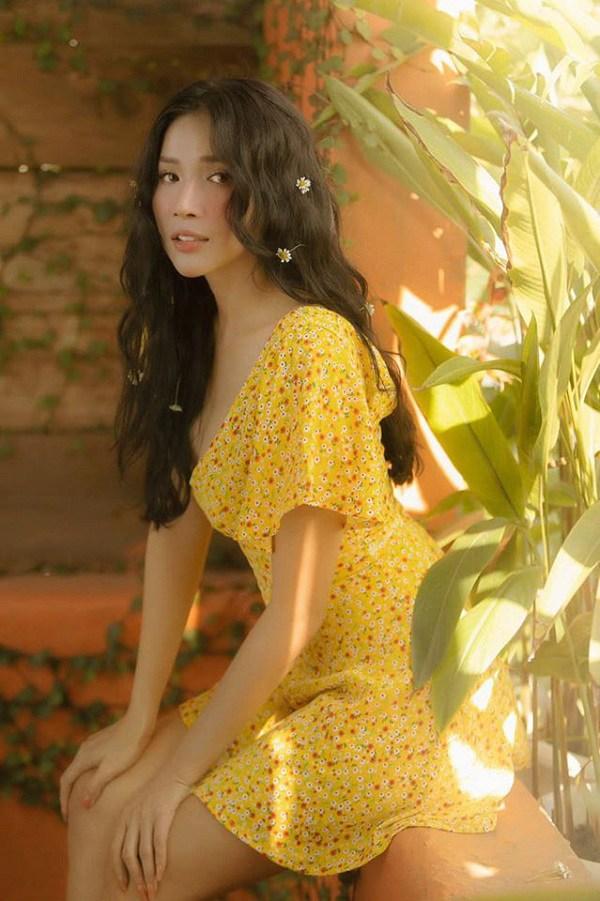 Muốn diện váy hoa trẻ trung, duyên dáng trong nắng hè, chị em hãy học hỏi từ các sao Việt-3
