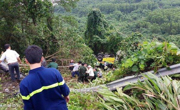 Xe khách gặp nạn trên đèo ở Kon Tum, ít nhất 36 người thương vong