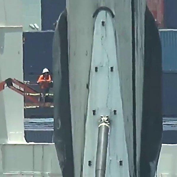 Clip: Tên lửa Falcon 9 gặp sự cố gãy chân hạ cánh