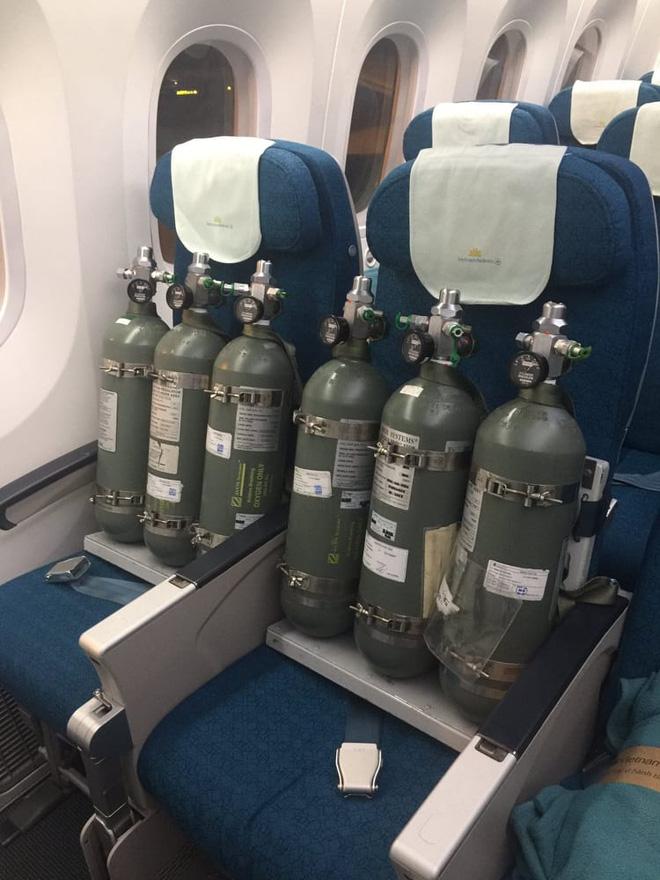 Những hình ảnh về chuyến bay đưa phi công người Anh hồi hương-16