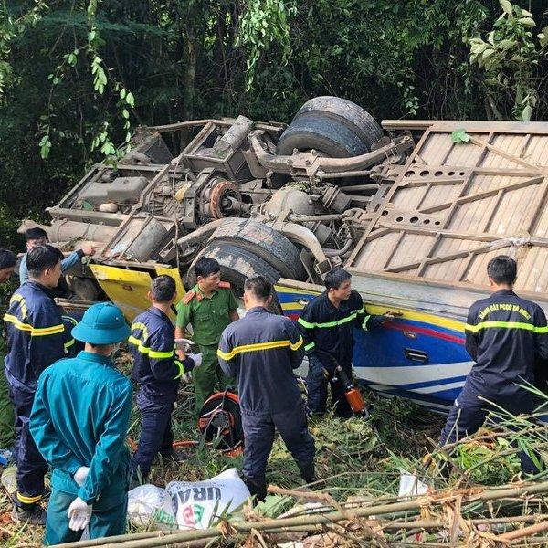 Tiết lộ những thông tin bất ngờ vụ xe khách lao vực khiến nhiều người thương vong ở Kon Tum