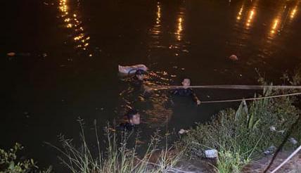 TP.HCM: 2 phụ nữ cùng nhảy xuống kênh sau cãi nhau, 1 người tử vong, người còn lại cấp cứu-2