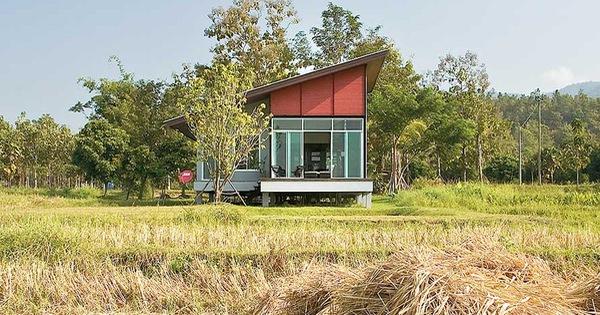 Ngôi nhà cấp 4 bên ngoài thì như nhà kho nhưng bên trong có thiết kế đẹp như khách sạn, nổi bật giữa cánh đồng lúa xanh rì ở ngoại ô
