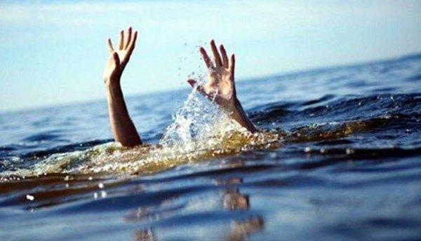 Chèo thuyền ra hồ chơi, 2 thanh niên vừa tốt nghiệp đại học tử vong thương tâm
