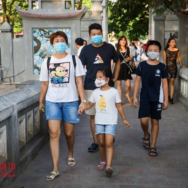 Hà Nội: Người dân đeo khẩu trang sau khuyến cáo