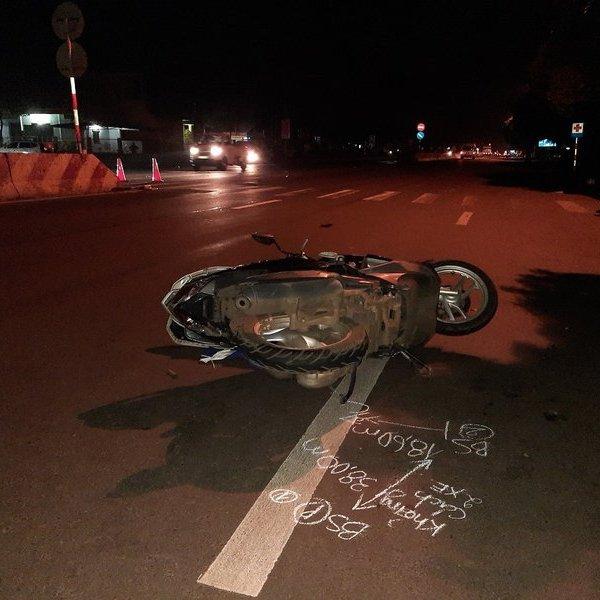 Hai mẹ con bị xe ô tô tông tử vong trong khi chờ sang đường