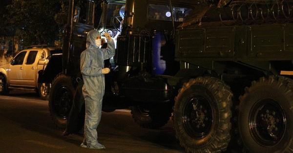 Quân đội phun hoá chất toàn bộ 2 bệnh viện ở Đà Nẵng đang bị cách ly, phong tỏa vì Covid-19
