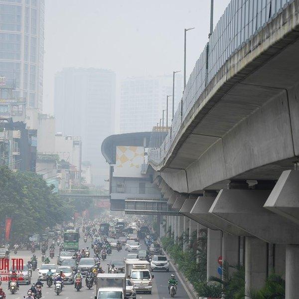 Hà Nội: Không khí ô nhiễm nghiêm trọng, bụi mịn trắng xóa giữa mùa hè