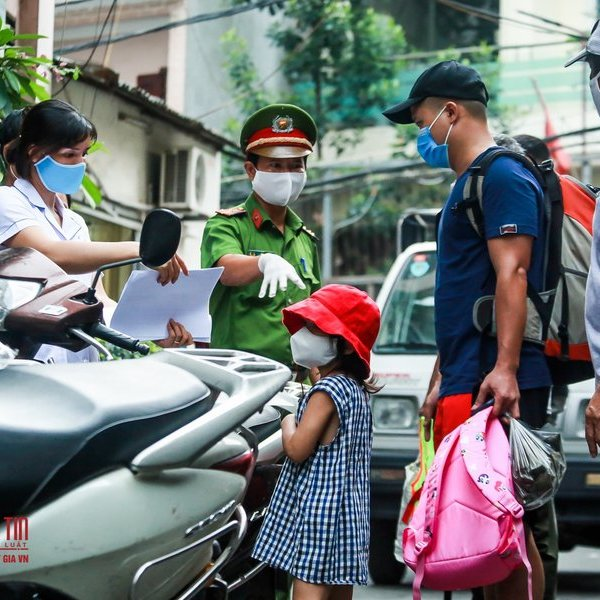 Hà Nội: Đưa 37 người tiếp xúc trực tiếp bệnh nhân 447 tại nơi cư trú đi cách ly