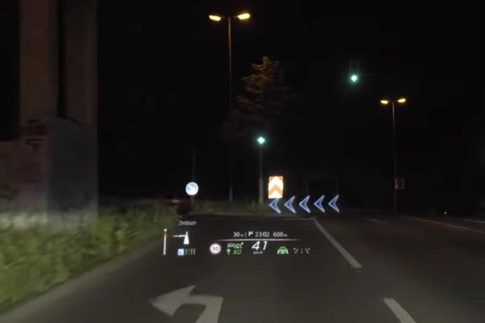 Màn HUD đỉnh cao trên Mercedes-Benz S-Class đời mới: Hiện thông tin như xe viễn tưởng