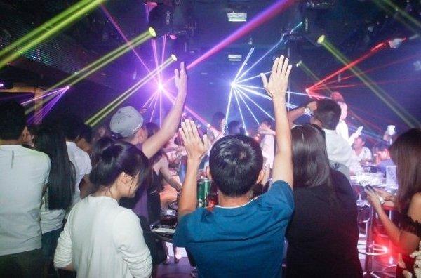 Từ 0h ngày 31/7, Bình Định tạm dừng hoạt động tất cả các quán bar, karaoke, vũ trường