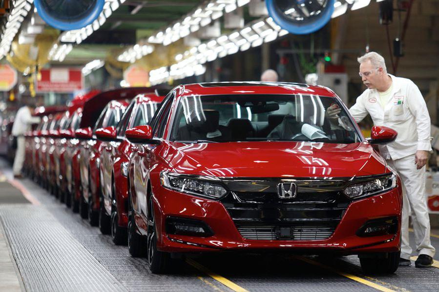 Honda dùng cả nhân viên văn phòng để sản xuất xe
