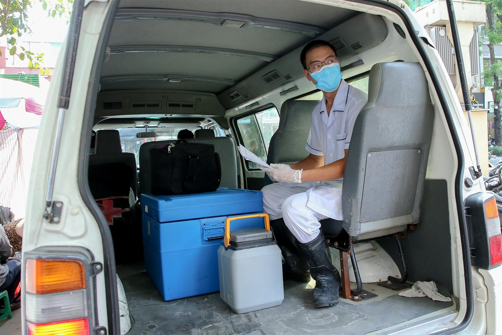 Các bệnh viện ở Hà Nội khởi động lại quy trình khám, chữa bệnh phòng chống Covid-19-1
