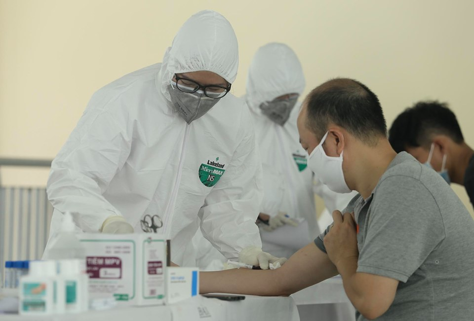 Hà Nội: Quận Ba Đình xét nghiệm nhanh Covid-19 cho gần 1.600 người về từ Đà Nẵng-8