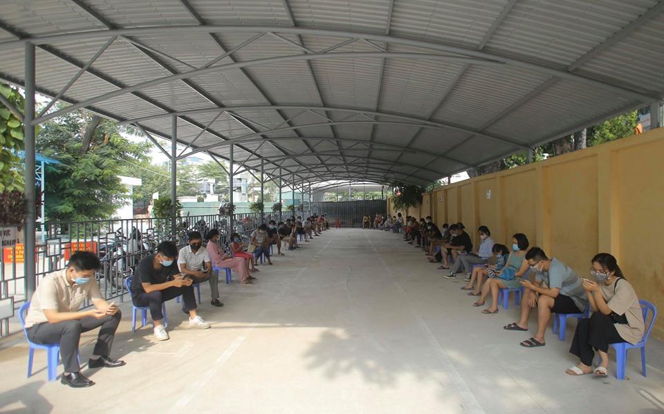 Hà Nội: Quận Ba Đình xét nghiệm nhanh Covid-19 cho gần 1.600 người về từ Đà Nẵng-2