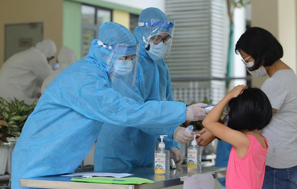 Hà Nội: Quận Ba Đình xét nghiệm nhanh Covid-19 cho gần 1.600 người về từ Đà Nẵng-3