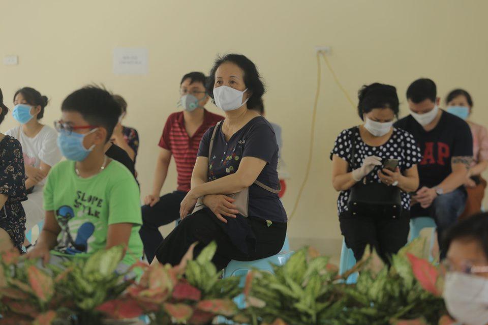 Hà Nội: Quận Ba Đình xét nghiệm nhanh Covid-19 cho gần 1.600 người về từ Đà Nẵng-11