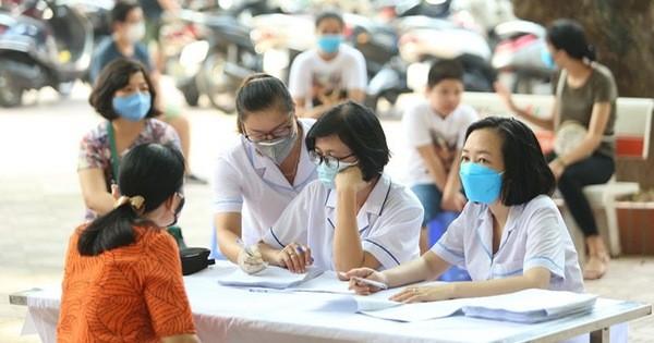 Quận Ba Đình, Hà Nội tiếp tục test nhanh Covid-19 cho người dân đi từ Đà Nẵng về