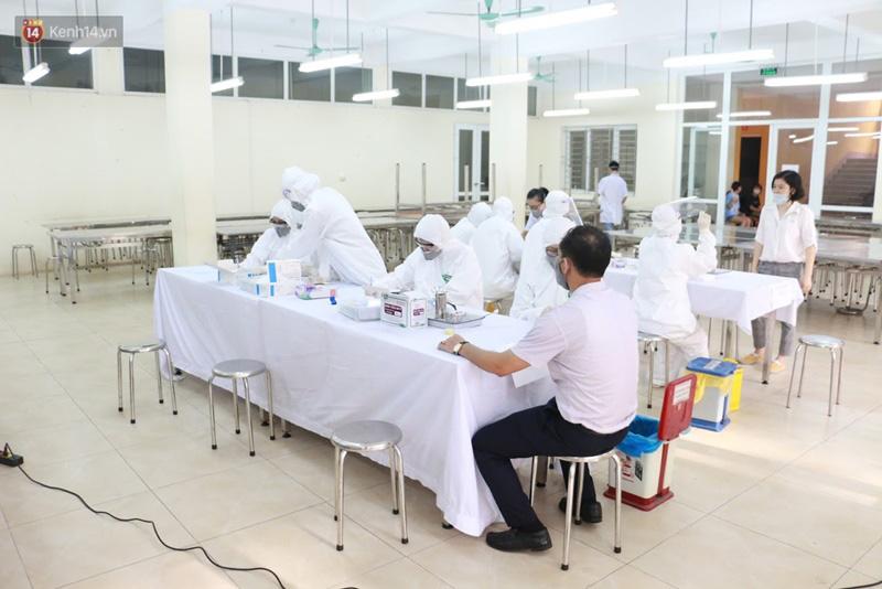 Quận Ba Đình, Hà Nội tiếp tục test nhanh Covid-19 cho người dân đi từ Đà Nẵng về-5