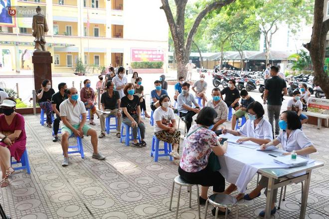 Quận Ba Đình, Hà Nội tiếp tục test nhanh Covid-19 cho người dân đi từ Đà Nẵng về-1
