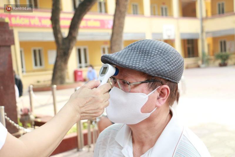 Quận Ba Đình, Hà Nội tiếp tục test nhanh Covid-19 cho người dân đi từ Đà Nẵng về-3