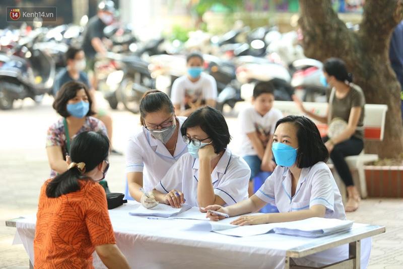 Quận Ba Đình, Hà Nội tiếp tục test nhanh Covid-19 cho người dân đi từ Đà Nẵng về-10
