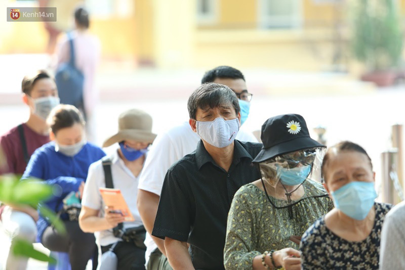 Quận Ba Đình, Hà Nội tiếp tục test nhanh Covid-19 cho người dân đi từ Đà Nẵng về-11