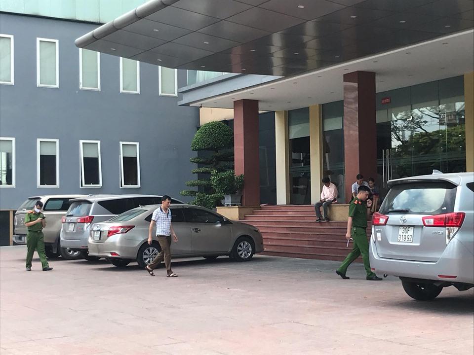 Bé trai 5 tuổi rơi từ tầng 9 khách sạn tử vong-1