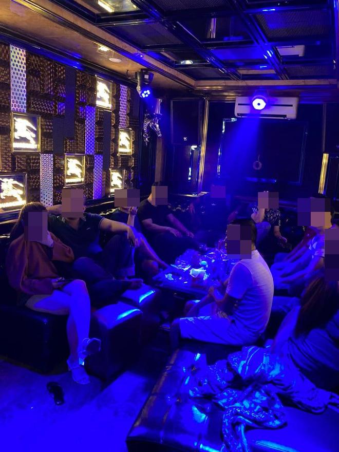 26 nam nữ dương tính ma tuý trong nhà hàng khi TP. HCM vừa tạm đóng cửa quán bar-2