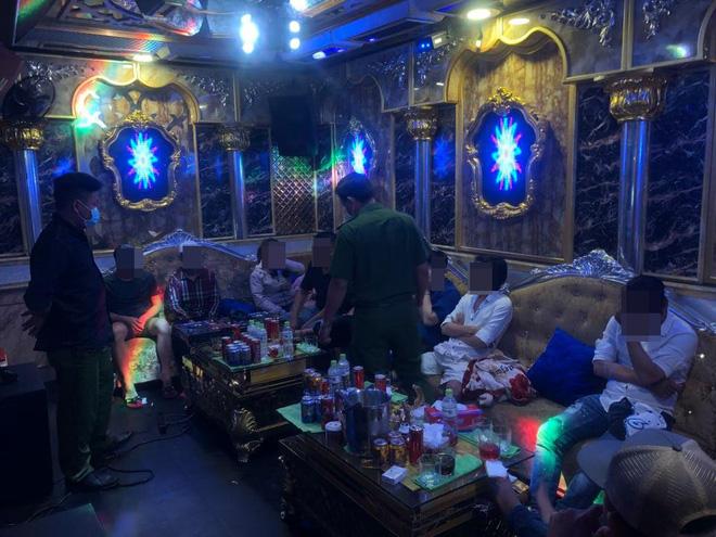 26 nam nữ dương tính ma tuý trong nhà hàng khi TP. HCM vừa tạm đóng cửa quán bar-1